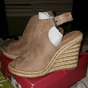 Merona taupe mules (brand new)